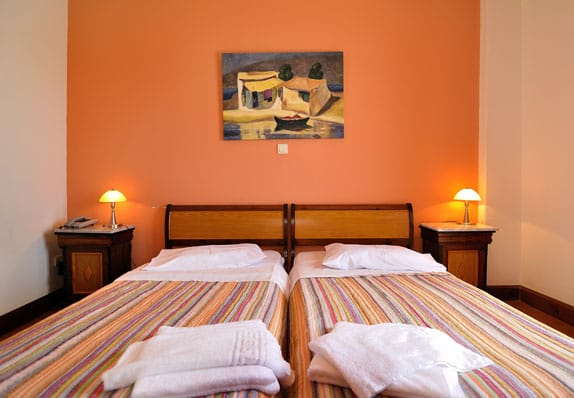 golden-view-hotel-double-room-mv
